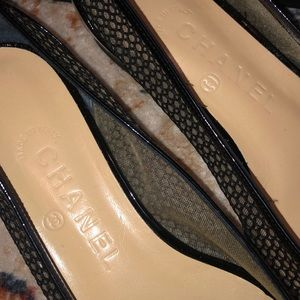 CHANEL Shoes - black and cream Chanel flats, size 37